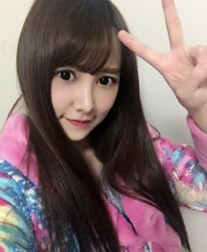 Tang (23) integrante de SNH48 y que sufriera quemaduras en 80% de su cuerpo, tuvo su primera cirugía el pasado 4 de marzo, sus compañeras del grupo ofrecerán un show especial para recuadar fondos para ayudar con su tratamiento, que se prevee tendga una diración de un año completo.