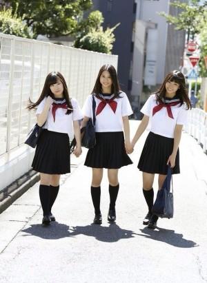 Piernas hermosas en falda - 1 4
