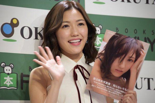 Watanabe durante la presentación de su Photobook el 25 de octubre en una librería de Tokyo