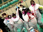 Grupo idol usó trajes anti-radiación cuando supo que tendría que abrazar a sus fans