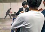 Caos, humo blanco y un detenido con un cuchillo en evento de Keyakizaka 46
